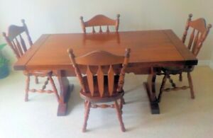 Pine Dining Table 4 Chairs with China Cabinet/Hutch