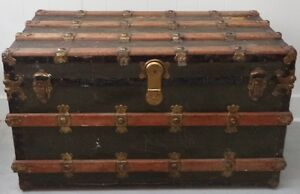 Antique STEAMER TRUNK TREASURE CHEST Coffee Table