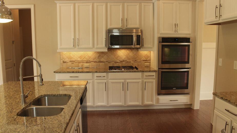 Incandescent under cabinet lighting droughtrelief incandescent under cabinet lighting ideas mozeypictures Images