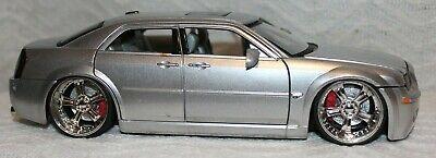 Jada Dub City 1/24 Scale Diecast Model Car Silver Chrysler 300C Hemi 2005