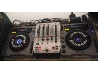 2 x Pioneer CDJ 800 and mixer for sale