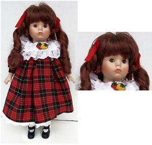 Doll on Stand Porcelain Collection    H8Z1W9 West Island Greater Montréal image 2