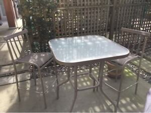 High top patio table & 2 stools