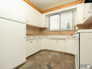 Pet? DOUBLE GARAGE!! Bathroom Busy? ENSUITE  BATHROOM! Safe Area