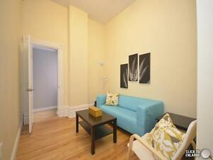 Beautiful room available in the heart of Sandy hill