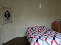Lovely big Double room single use. Excellent location! Minutes from the station!
