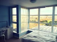 STUNNING DOUBLE ROOM WITH A EN SUITE TO RENT MODERN DEVELOPMENT COMES WITH GYM & VIEWS CALL ME NOW