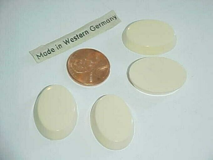11 VINTAGE GERMAN CREAM 25x18mm. OVAL SMOOTH TABLE TOP CABOCHONS L743