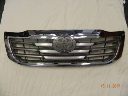 Toyota Hilux SR5 Chrome/Black/Grey Grill