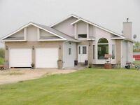 ***5 Bdrm Country Home on 4.43 Acres near Lorette,Mb!***