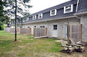 FRESHLY renovated 5 bedroom townhouse, 2 min to U Waterloo!