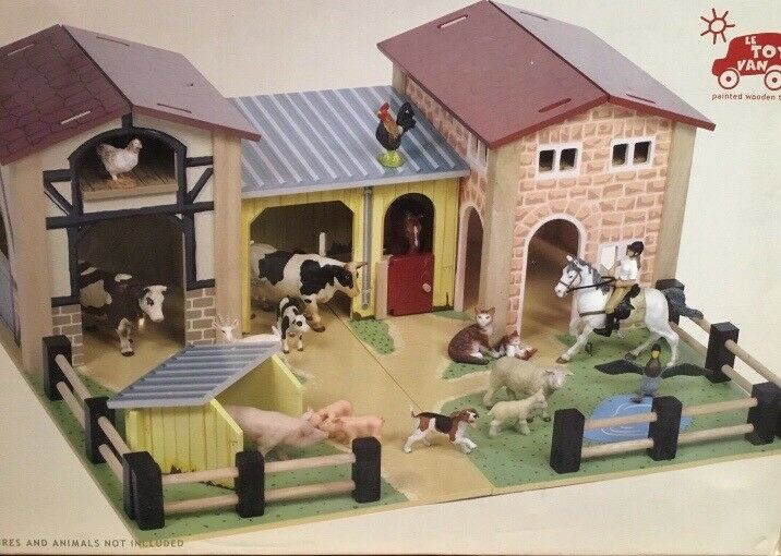 Wooden Farmhouse Set By Le Toy Van