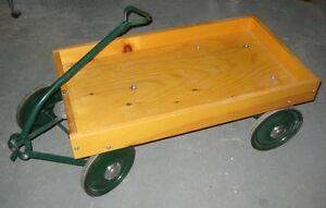 Voiturette en bois / Wooden Wagon