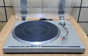 Pioneer PL-200 Direct-Drive Turntable / Table tournante