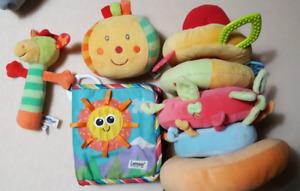 Lot de jouets en tissu (2 marque Lamaze)