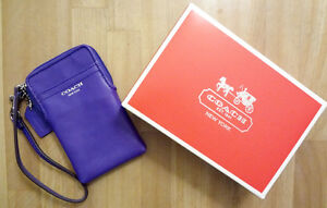 NEW 100% AUTHENTIC COACH IPHONE ZIPPERED LEATHER CASE/ WRISTLET