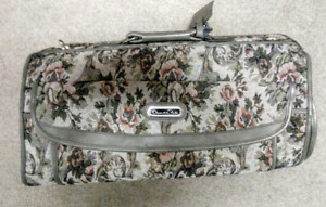 Luggage. 3 piece set of Oscar de la Renta