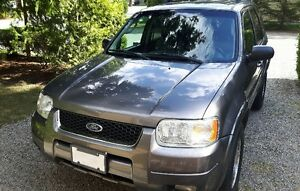 2004 Ford Escape LTD Fully loaded 4x4 Excellent Condition