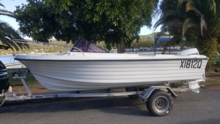SAVAGE fishing/family/offshore boat 70hp EVINRUDE. Trailer all gc