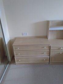 Good quality 1980s light wood veneer chest of drawers