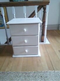 Bedside chest of drawers (pair)
