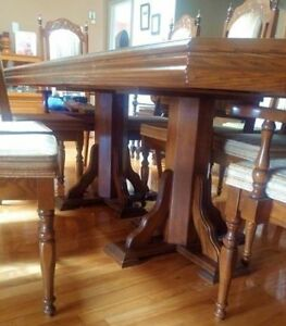Dining room table for sale. Best offer!