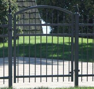 Porte de cloture décorative neuve - 4 pi haut