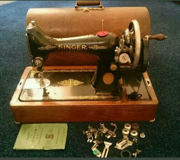 Singer Vintage 1928 Hand Cranked Manual Sewing Machine