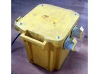 PORTABLE TRANSFORMER WITH 3 OUTPUT SOCKETS 5K