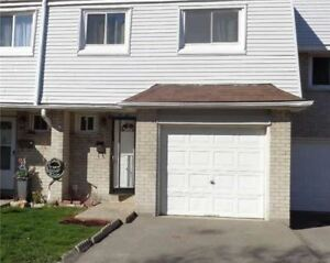4 Bdrm Updated Townhouse In Central Mississauga