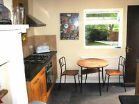 Very large double room close to Redhill town centre and transport