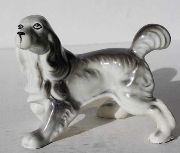 Pointer-Springer Spaniel Dog Figurine-Ceramic-Porcelain-Great Detail-Adorable