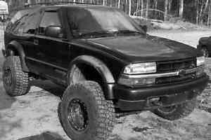 Lifted 2000 chevy blazer 4x4 manual transmission AS-IS TRADE London Ontario image 2