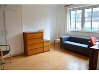 CALLING ALL STUDENTS!! LONDON BRIDGE SE1 THREE BEDROOM WITH PATIO AVAIL MID JULY ONLY £480 PER WEEK