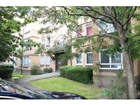 STUDENT HAVEN!! THREE BED FLAT WITH PARKING GREAT LOCATION IN SE1 AVAILABLE MID JULY ONLY £420
