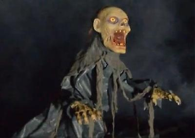 SEE VIDEO! ANIMATED LUNGING JUMPING ZOMBIE Outdoor Halloween HAUNTED Prop Spirit - Zombie Animated