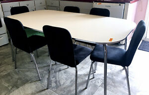 Table de cuisine ovale + 6 chaises
