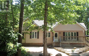 COTTAGE/HOUSE FOR SALE  GRAND BEND ONTARIO