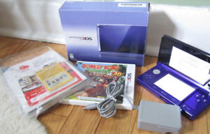 Nintendo 3DS in original box and with Donkey Kong game ,like new