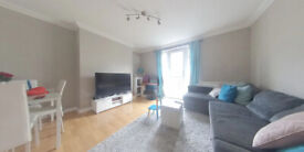Spacious two bedroom apartment with communal gardens in Wandsworth