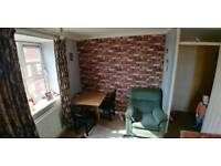 2 bed 3rd floor towb flat with lift