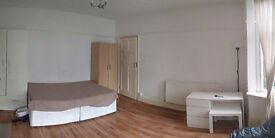 GOOD SIZE DOUBLE ROOM TO LET IN HENDON NW4 - AVAILABLE NOW!