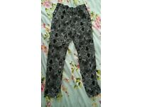 Lovely black/white Mango paisley pattern trousers size s/m