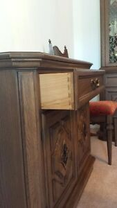 Krug Oak dinning room suite in absolute mint condition Williams Lake Cariboo Area image 4