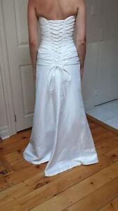 WEDDING DRESS  *Never worn* Belleville Belleville Area image 3