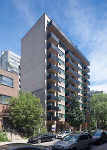 Great Views - McGill - COMPLETELY FURNISHED - (STUDENT LEASES)