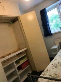 Dois quartos single na mesmo apartamento pra alugar. Se5