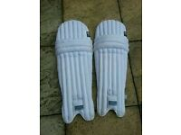FEARNLEY CRICKET EQUIPMENT PADS SET