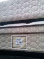 VERY CLEAN DOUBLE MATTRESS AND BOXSPRING 60$ NEW CONDITION
