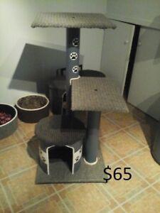 Arbre a chat  27 ,40, pcs haut neuf de $40 à $70